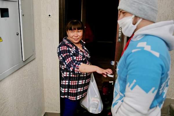 Благотворительность. В тазовском волонтеры помогают с продуктами