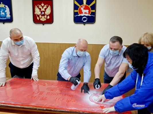 Василий Паршаков рисует Знамя Победы